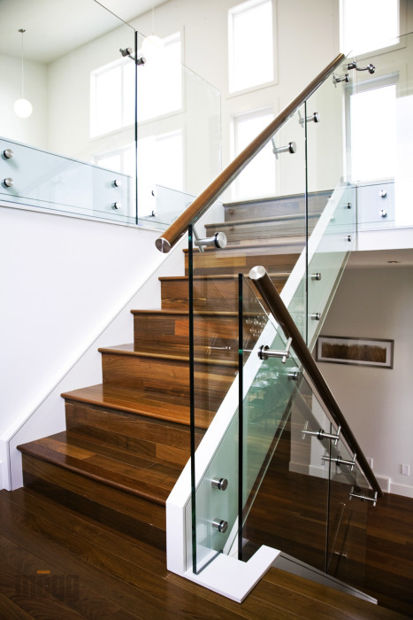 Glass balustrade railing systems